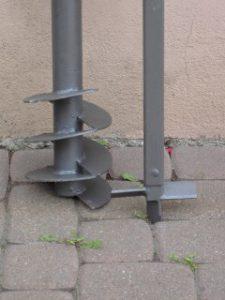 Brunnenbohrer mit beweglicher Bohrwendel